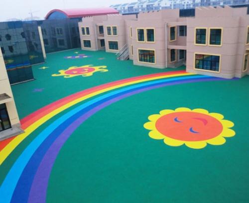 幼儿园塑胶场地如何防止开裂